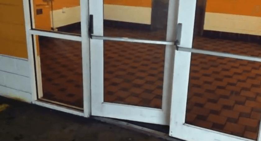 door マイルス・デイヴィスのトランペットを彷彿させるドア 動画
