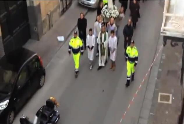 19db731b8962379090ad77eda50e5560 イタリアのナポリで起こった映画のような渋滞劇 動画