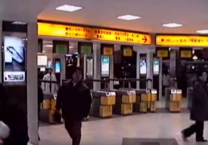 Shibuya-700x487 【動画】1990年代の渋谷駅を散策 夜のハチ公広場から今は無き東横線まで 動画