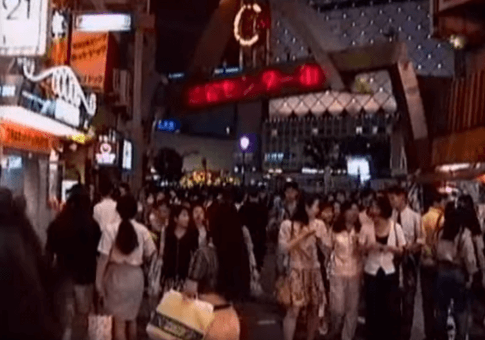 Shibuya06-700x491 【動画】1990年代の渋谷駅を散策 夜のハチ公広場から今は無き東横線まで 動画